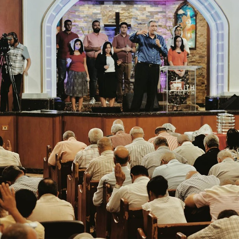 الخدمات الكنسية والإجتماعات الاسبوعية المباشرة